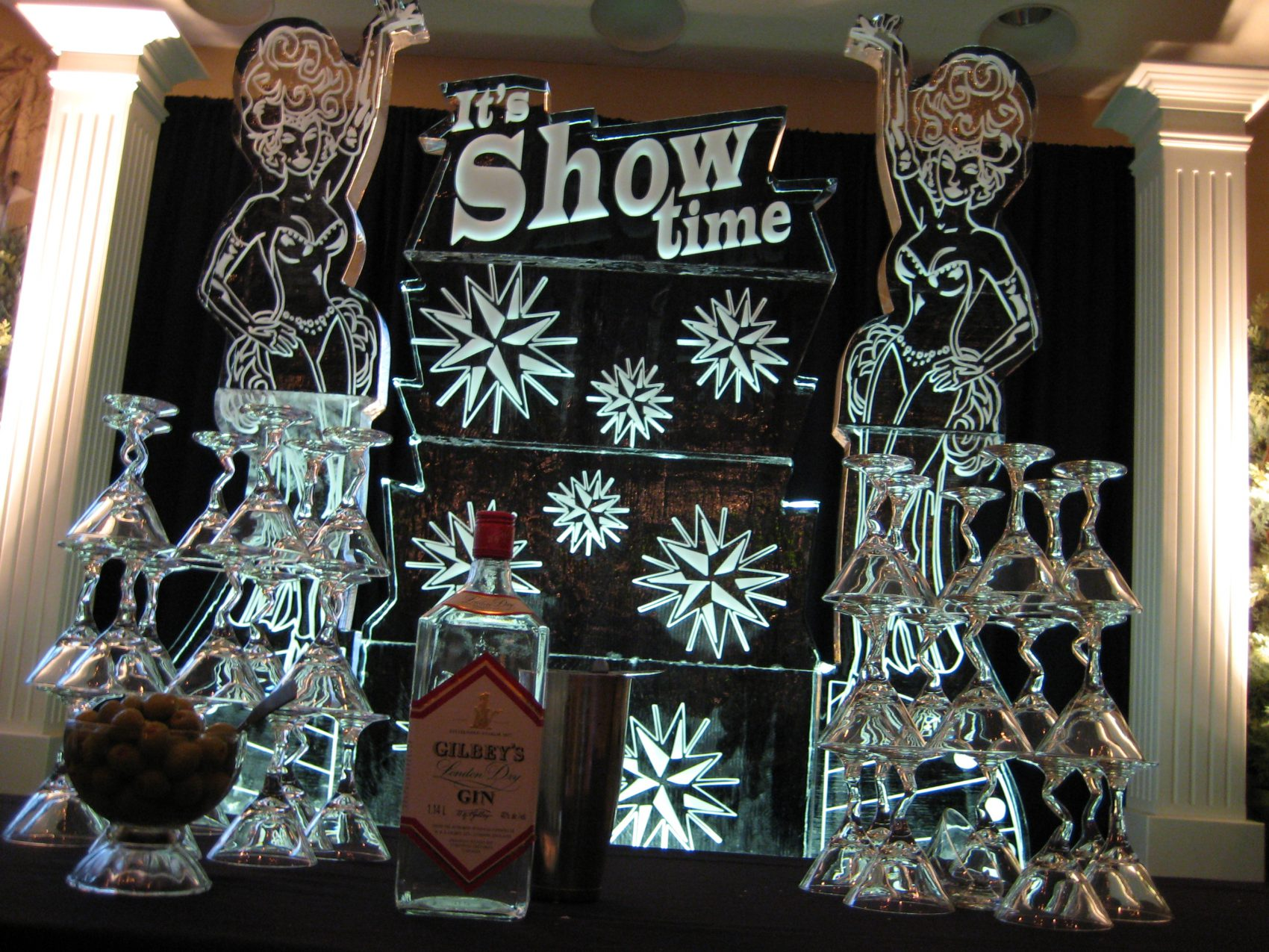 It's Showtime 6ft Logo