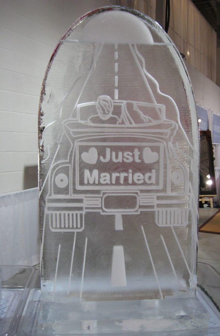 Just married Sculpture