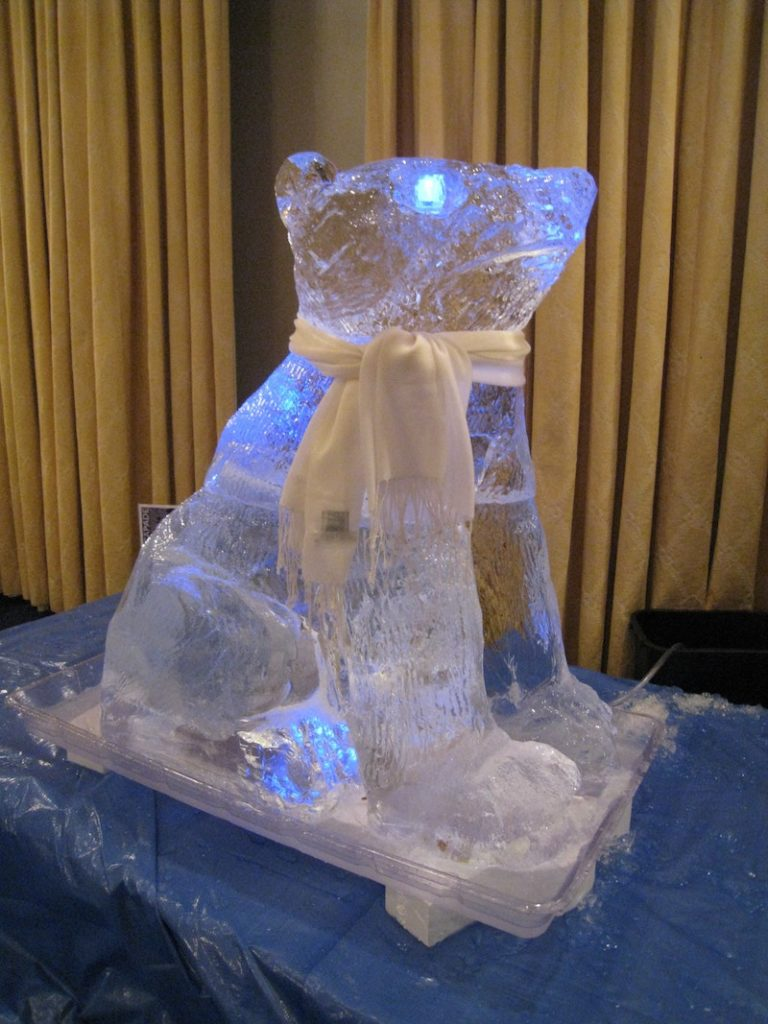 Team building ice sculpture – bear